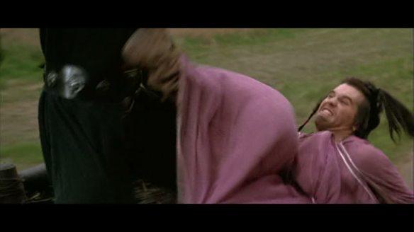 Le guerrier travesti en pleine action. Du rire et des frissons, Wilow résumé en une image